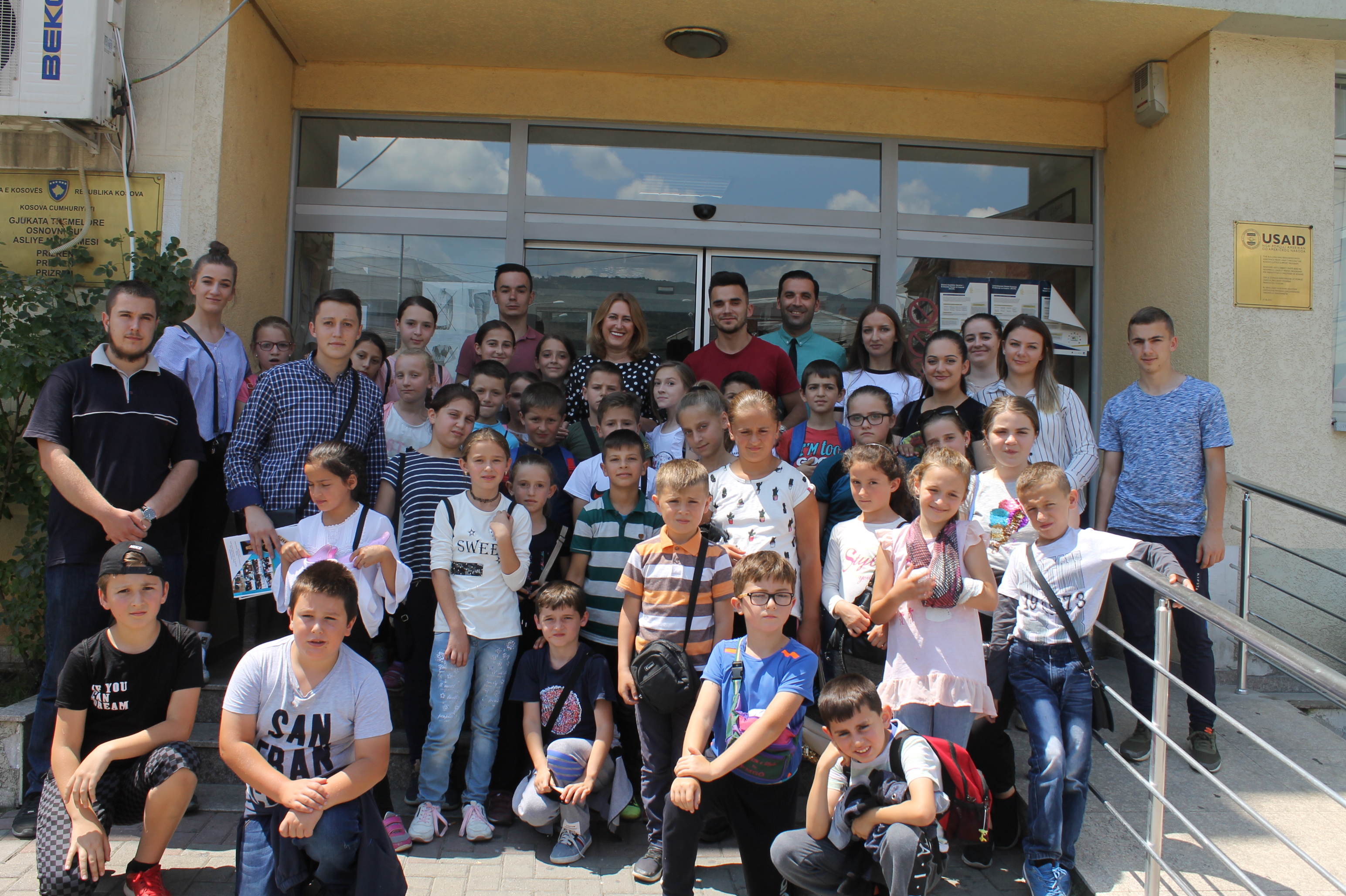 Nxënësit e shkollës verore të Mushnikovës vizituan gjykatën e Prizrenit